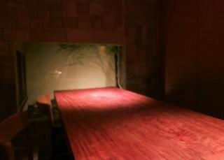 sayura - カウンターの奥には坪庭があり京都らしいです。