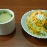 31266569 - スープとサラダ