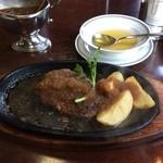 ステーキハウス 武蔵野 - ハンバーグに付け合わせのポテト
