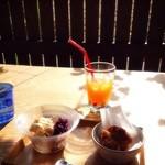 沖縄セレクトショップ&カフェ 美ら・琉 - 紅芋添えアイス♡サーターアンダギー