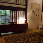 31268267 - 部屋のリビング。右上に李禹煥の版画。