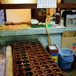 福田屋 - この年季のはいった今川焼の型。すごすぎる。