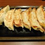 31274588 - 食べ比べ2点盛り(宇都宮餃子館、石松)