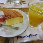 フルーツケーキファクトリー - チーズケーキセット