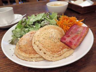 Rainy Day Bookstore & Cafe - シーザーサラダ パンケーキ