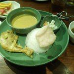 BALILax THE GARDEN - カレーアヤム1000円             バリ風チキンのイエローカレー