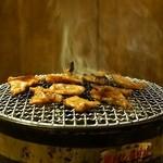 ホルモン寺 - 2014.9 炭火の七輪で焼きます(焼いているのはハラミスジとキクアブラ)