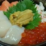 31293440 - 海の幸5種盛丼 1680円