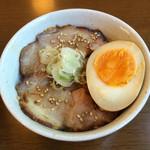 31296466 - ランチの焼豚ご飯、これは美味いが、ご飯に醤油タレがかかりすぎか?