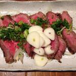 創作居酒屋 人(JIN) - いいお肉が入った日だけある『たたき風ローストビーフ』