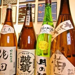 日本全国地酒を30種以上取り揃えております。400円~
