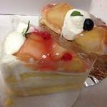 アン・プチ・プー - 料理写真:桃ショート、ミルフィーユ