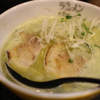 ラーメン海鳴 - 料理写真:緑のラーメン