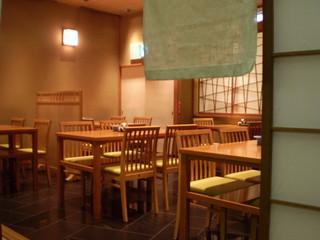 和田平 新宿店 - テーブル席