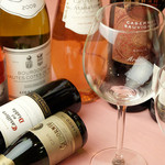レストラン マリー - 白赤ともに色々ワイン取り揃えております。