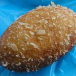 ビエント湘南 - カレーパン 129円 惣菜パンの人気№1。パン生地は薄めでキレイなラグビーボール型。サクサクです。カレー具はスタンダード味です。