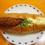 31315567 - 下町総菜パンコロッケ&たまごロール¥230
