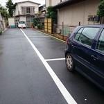 31315628 - 駐車場は舗装済み(縦列4台)