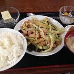 中華料理 餃子屋台 - 鶏肉きゃべつ炒め定食