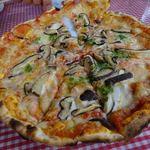 31326869 - 薪と石ランチのピザ。八色しいたけ。サックサクで美味しい☆