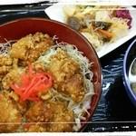 あか石 - ランチパスポート540円の若鶏の唐揚げ丼+おばんざい160円