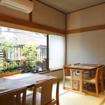 SHIMOMURA - 坪庭が見える半個室のお席10名様迄ご対応できます