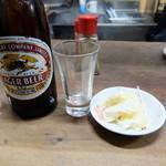 べてい 焼鳥店 - ビール 白菜漬物