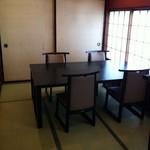 横浜 藤よし - 座敷とテーブル席の2種類あります。