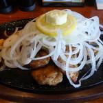 洋食屋 New 狸 - サーモンステーキ(サラダ、ご飯、お味噌汁付き 税込み1900円)