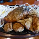 洋食屋 New 狸 - サーモンステーキには、カマや白子付