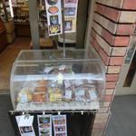 31345950 - 焼き菓子も売ってます