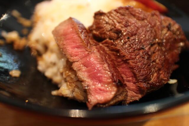 スギモト 本店 - お肉はレア