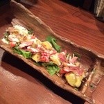 京鴨と燻製酒場 KAMOSHIGIN - シーザーサラダ