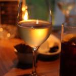 31356810 - 白ワイン ハッピーアワーは400円