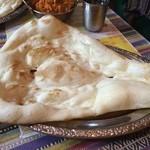 インドネパール料理 ラージャ - 甘みのあるナン