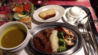 クレッソニエール - メイン2種類の盛合せ(サイコロステーキとオマールのソテー)1,600円