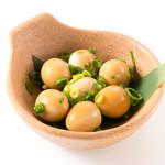 とりごこち - うずらどんぐり。うずらの卵に特性のダシ醤油と少量のごま油で漬け込んでおります。