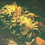 海老 蟹 魚卵 ときどき鶏 洋風酒場ノンバル - グルメきのこサラダ