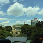 イル・テアトロ - 窓から椿山荘の日本庭園が一望できます