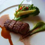 イル・テアトロ - 和牛サーロインのソテー。スチーム野菜とセルヴェチコのサラダ添え