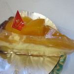 果実工房 新SUN - タイ産ゴールデンマンゴーのタルト461円、ほどよい酸味とまろやかな甘さで人気のタイ産マンゴーを使った人気商品です。