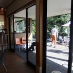 カフェレストラン美富士屋 - 店内から外に・・