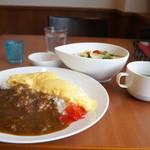 花れん - カレーセットです、サラダ、スープ、デザートが付いて780円です