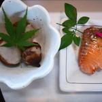 活魚茶屋 ざうお - 里芋。魚の照り焼き