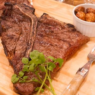 熟成牛ステーキがおすすめです。