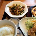 31381918 - 青椒肉絲、ごはん(青椒肉絲定食)