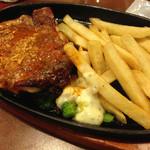 グラッチェガーデンズ - 料理写真:チキンステーキ