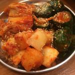 大阪焼肉・ホルモン ふたご  - キムチの盛り合わせ