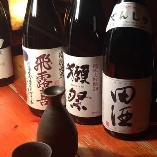 年間300銘柄取り扱っています!利き酒師の店主厳選の日本酒。