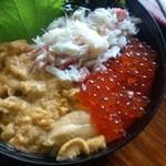 中村屋 - 三色丼